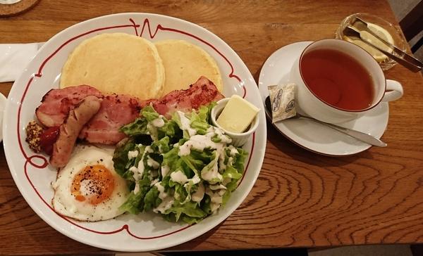 高原のパンケーキと紅茶.JPG